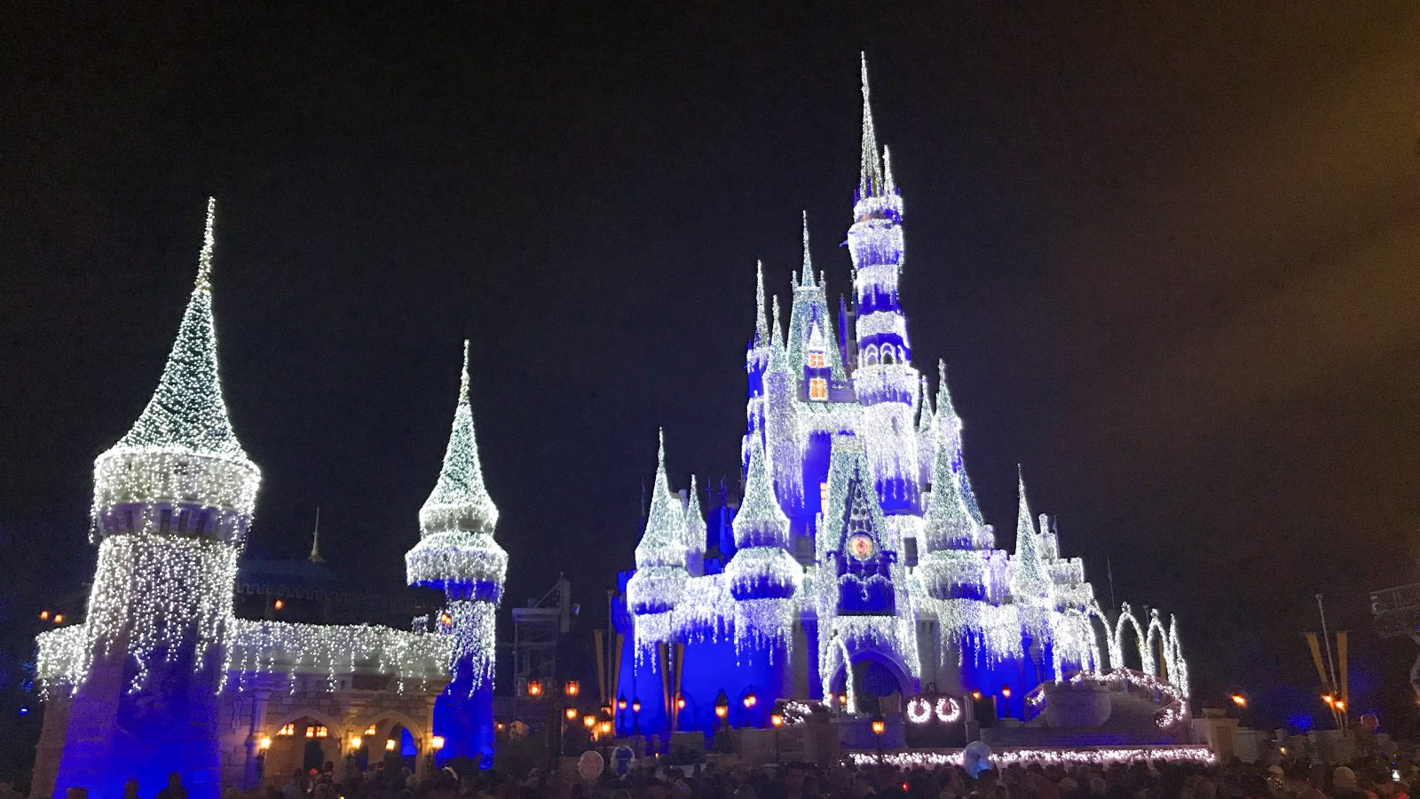 5 Things To Know Before Visiting Disney At Christmas Disney Trippers