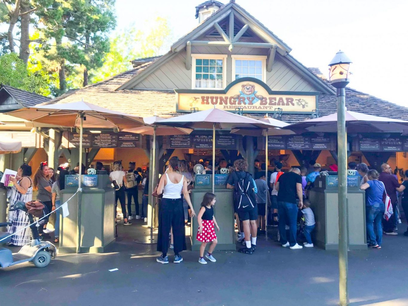 The counter to get good food in Disneyland at Hungry Bear Restaurant