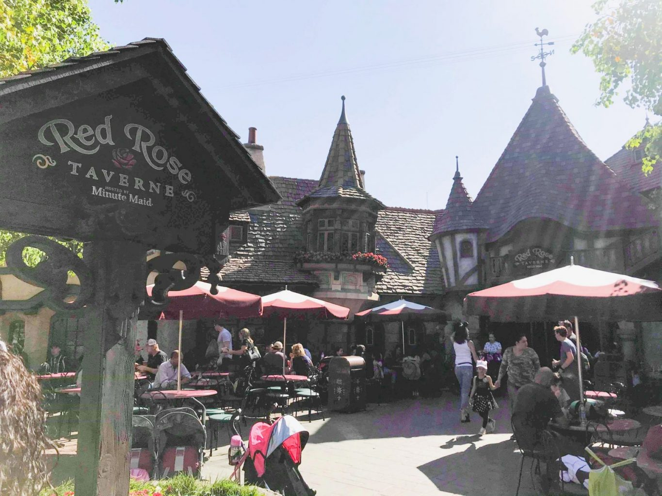 The outside of the Red Rose Taverne Disneyland restaurant