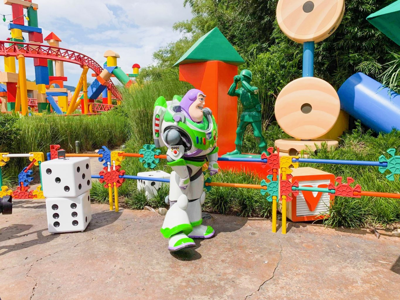 Hollywood Studios Fastpass Buzz Lightyear outside entrance to Toy Story Land
