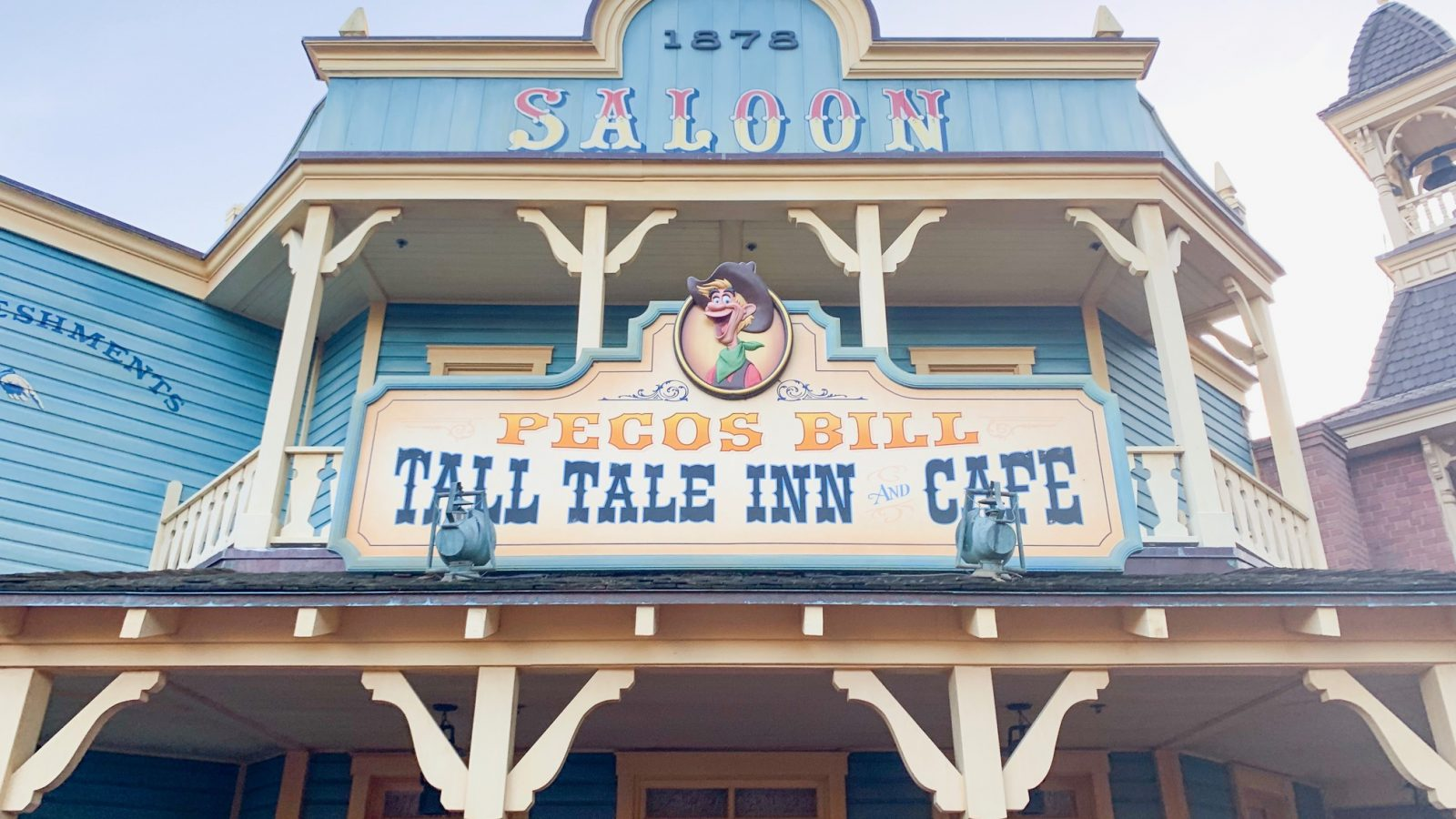 The outside of Pecos Bill, one of the best quick service restaurants in Magic Kingdom