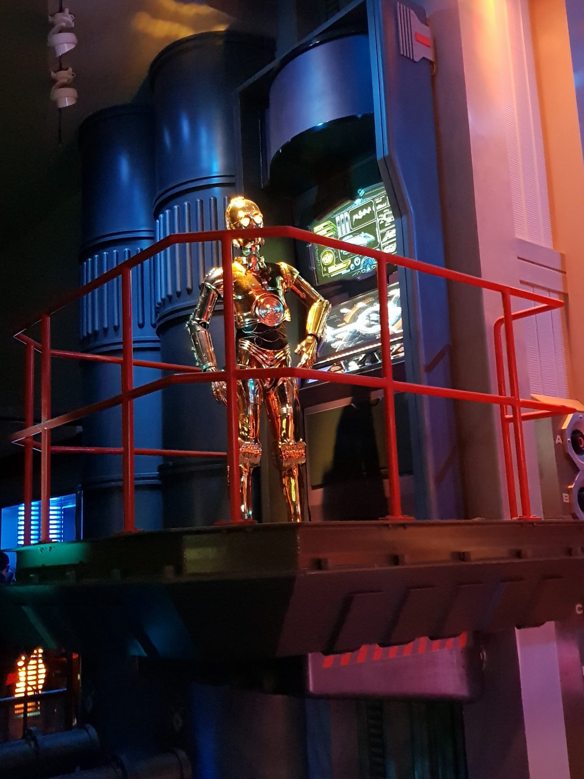 C3PO giving his briefing at the Disneyland Paris ride, Star Tours