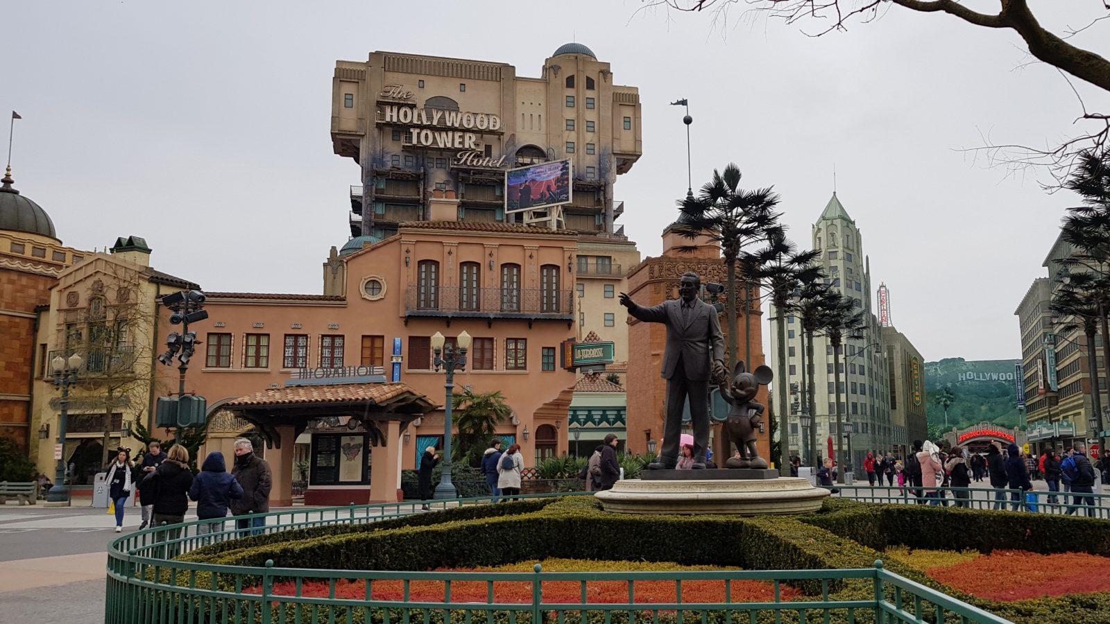 A long shot of the Tower of Terror, a Disneyland Paris ride