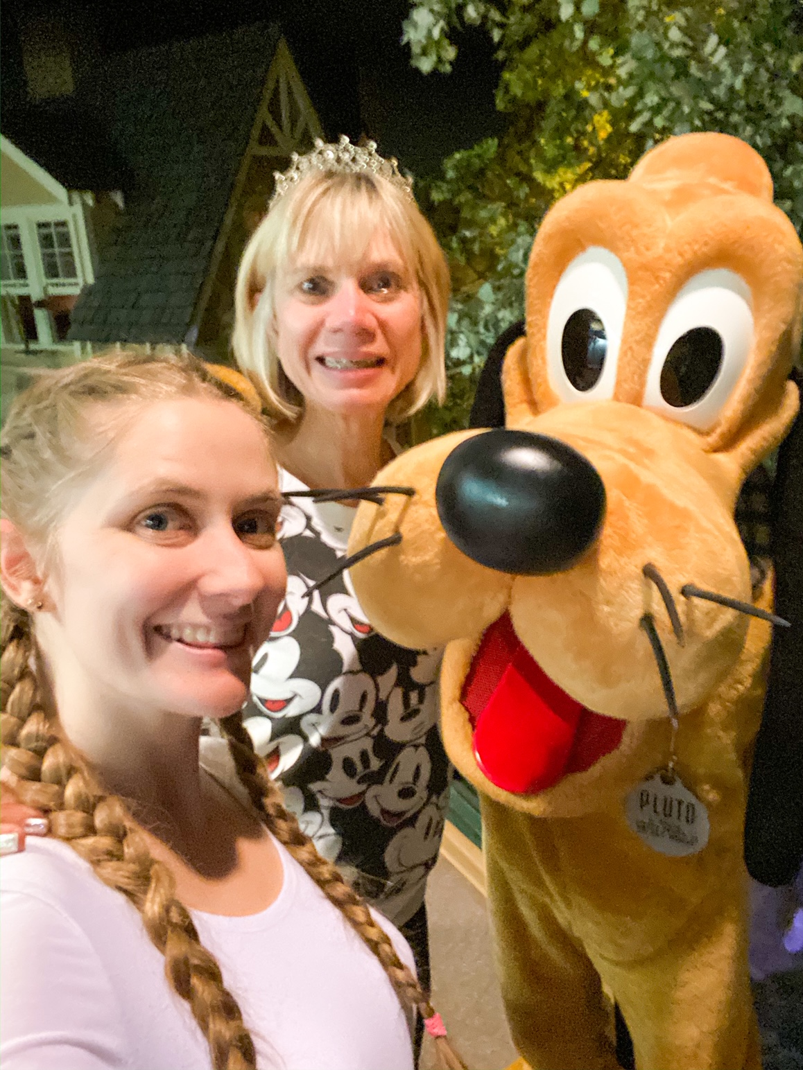 Victoria Yore and Linda Malys Yore Selfie With Pluto