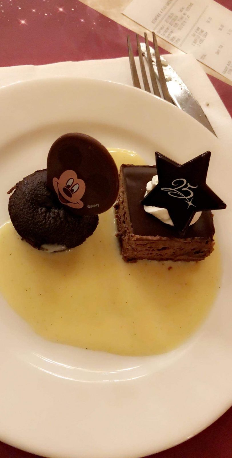 Mickey dessert at Disneyland Paris restaurants