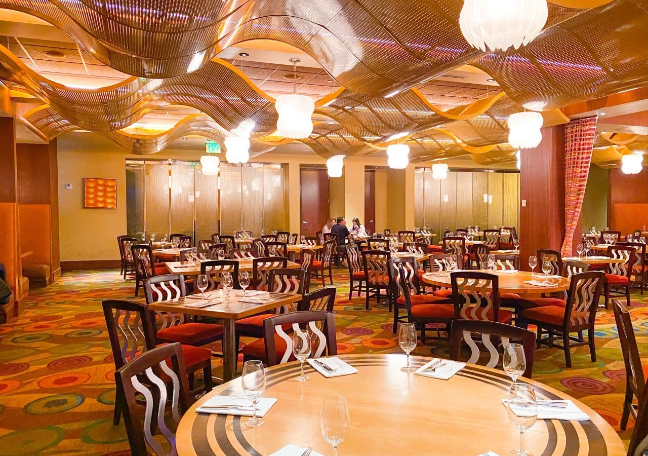 photo of a large dining room at Disney, tipping at Disney